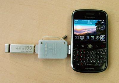 BlackBerry Boldにモビダプターを使ってUSBメモリーを接続
