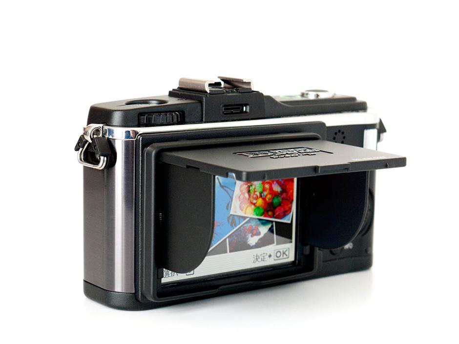 PEN E-P2 へ液晶シェード ユニバーサルタイプ ブラックを装着