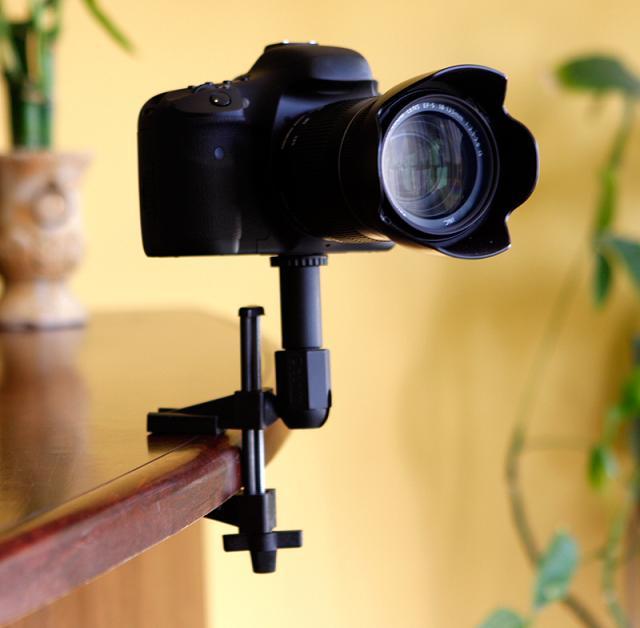 FAT GECKO ゲーターカメラマウントをテーブルに固定